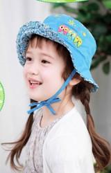 หมวกเด็กหญิง ผ้าพื้นตัดด้วยลายดอก ด้านหน้าหมวกปักรูปนกฮูกและดอกไม้