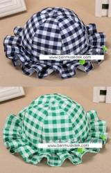 หมวกเด็กหญิงลายตาราง ปีกหมวกจับจีบสวยงาม