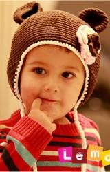 หมวกถักสีน้ำตาลเข้ม มีหูน่ารัก ด้านหน้าแต่งดอกไม้ถัก จาก Lemonkid