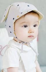 หมวกเด็กลายจุด มีปีกหมวกเล็กๆ แต่งหูน่ารัก