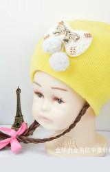 หมวกเด็กหญิงมีผมเปียยาว  หน้าหมวกแต่งโบว์