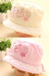 หมวกเด็กหญิง แต่งรูปหมีปักอักษร cutie ปีกหมวกแต่งผ้าลูกไม้สีขาว