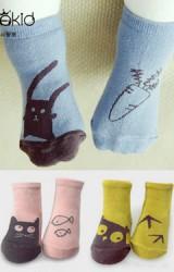 ถุงเท้าเด็กลายนกฮูกสีเหลือง และลายแมวกับปลาสีชมพู