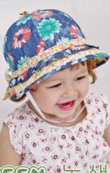 หมวกเด็กหญิงลายดอก ผ้ายีนส์เทียมฟอกสี Goodkid