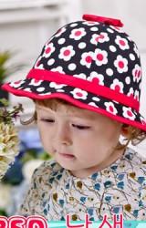 หมวกเด็กหญิงสีดำตัดด้วยลายดอกสีสันสดใส Goodkid