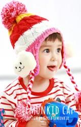 หมวกไหมพรมลายรุ้งสลับสี ด้านข้างหูแต่งตุ๊กตาเมฆน้อย ห้อยปอมปอม kocotree