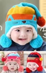 หมวกไหมพรมแมวเหมียว ด้านบนมีหางยาวและแต่งปอมปอม