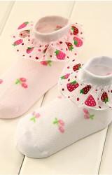 ถุงเท้าเด็กหญิง ขอบระบายลายสตรอเบอร์รี่