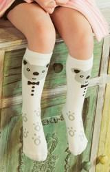 ถุงเท้าเด็กแบบยาวสีขาวลายหมีผูกโบว์
