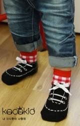 ถุงเท้าลายรูปรองเท้า แต่งเชือกผูกรองเท้า มีกันลื่น