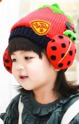 หมวกไหมพรมเด็กด้านข้างแต่งรูปแมลงเต่าทอง
