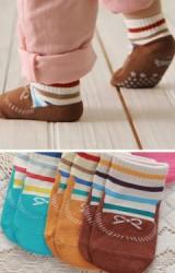 ถุงเท้าเด็กเล็ก ลายรูปรองเท้า มีกันลื่น