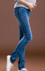 กางเกงยีนส์คนท้องขายาวเด่นที่ด้านหลังกระเป๋าแต่งรอยขาดเท่ๆ