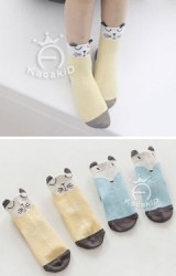 ถุงเท้าเด็กน่ารัก  สีฟ้าลายหน้าจิ้งจอก สีเหลืองลายแมว