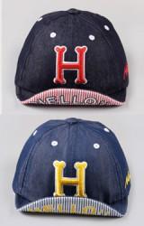 หมวกแก๊ปเด็กปักอักษร H ใต้ปีกหมวกสกรีนอักษร HELLO