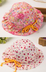 หมวกสาวน้อยลายน่ารัก ขอบหมวกร้อยเชือกผูกเป็นโบว์