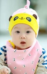 เซ็ตหมวกเด็กเล็กพร้อมผ้ากันเปื้อนสามเหลี่ยมลายแพนด้า TUTUYA