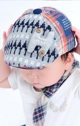 หมวกแฟล็ตแค็ปสีเทา แต่งอักษร H
