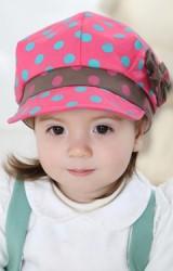 หมวกเด็กหญิงสกรีนลายจุด คาดขอบหมวกสีเข้ม แต่งโบว์น่ารักๆ