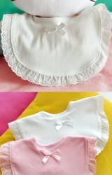 ผ้ากันเปื้อนขอบลูกไม้ผ้าฉลุ ด้านหน้าแต่งโบว์น่ารัก