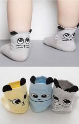 ถุงเท้าเด็กหน้าแมวตาโต แบบมีกันลื่น จาก kacakid