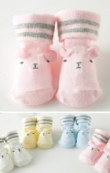 ถุงเท้าเด็กเล็กหน้าหมีน้อยแต่งหูเล็กๆ ขอบลายขวางคู่ มีกันลื่น
