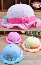 หมวกเด็กหญิงผ้าฉลุลายดอกไม้ตัดขอบด้วยผ้าพื้นสีเข้ม แต่งโบว์เล็กๆ