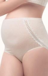 กางเกงในคนท้องแบบเอวสูง แต่่งลูกไม้ด้านข้างถึงขอบกางเกงด้านหลัง