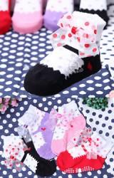 ถุงเท้าเด็กหญิงแต่งโบว์จุด มีกันลื่น ยี่ห้อ kacakid