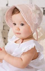 หมวกสาวน้อยผ้าลูกไม้ฉลุ แต่งเข็มกลัดดอกไม้