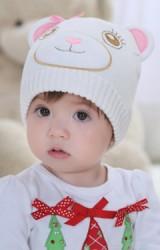 หมวกถักหมีน้อยสีขาวแต่งหูและโบว์สีชมพู