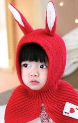 หมวกไหมพรมกระต่ายเป็นผ้าคลุมไหล่ในตัว