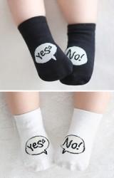 ถุงเท้าเด็กแบบสั้น ลายอักษร Yes No  มีกันลื่น