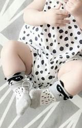 ถุงเท้าเด็กแบบสั้นสีเทาลายแรคคูนน้อย มีกันลื่น จาก kacakid