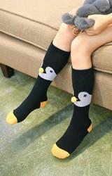ถุงเท้าเด็กแบบยาวลายเพนกวิน ไม่มีกันลื่น