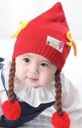 หมวกไหมพรมเด็กหญิงยอดแหลมแต่งโบว์ พร้อมสายเปียห้อยปอมปอม