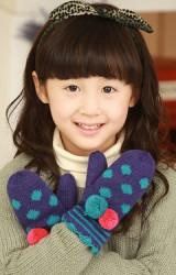 ถุงมือไหมพรมกันหนาวเด็ก ลายจุดแต่งปอมปอมน่ารัก kocotree