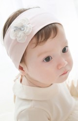 แถบผ้าคาดผมเด็กแต่งดอกไม้ถักสีขาวและโบว์เงินน่ารักๆ  Angel Netiri