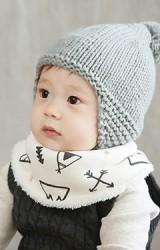 ผ้ากันเปื้อนเด็กแบบโค้งลายหิมะและโบว์