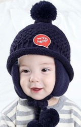 หมวกไหมพรมแต่งอักษร toy hello ด้านข้างปิดหูช่วยกันหนาว