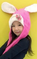 หมวกกระต่ายพร้อมผ้าพันคอในตัว ด้านหน้าแต่งดอกไม้ไหมพรม