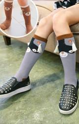 ถุงเท้าเด็กแบบยาว ลายหมีและแรคคูน แต่งพู่ห้อย