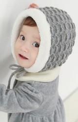 หมวกถักกันหนาวลายถักสวยพร้อมซับในฟูสีขาว