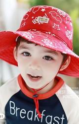 หมวกเด็กปีกกว้างสกรีนลายอักษร BON JOUR จาก TUTUYA
