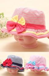 หมวกสาวน้อยลายขวาง แต่งโบว์น่ารัก