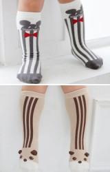 ถุงเท้าเด็กแบบยาวหน้าแรคคูนและมิกกี้ ลายทางตั้ง มีกันลื่น