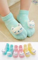 เซ็ตถุงเท้าเด็กแต่งตุ๊กตากระต่ายและแมวนูน แพ็ค 3 คู่ เขียว ชมพู และเหลือง