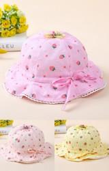 หมวกสาวน้อยลายสตรอเบอร์รี่ ด้านบนแต่งดอกไม้