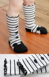 ถุงเท้าหน้ามิกกี้ลายขวางขาว-ดำแบบยาว  ไม่มีกันลื่น