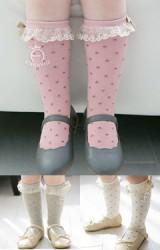 ถุงเท้าเด็กหญิงแบบยาว ลายจุดเลื่อม ขอบแต่งลูกไม้โค้งโทนสีทอง  Kacakid